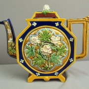 Octagonal teapot