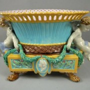 Putti table center
