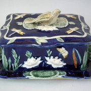 Sparrow and pond lily sardine box