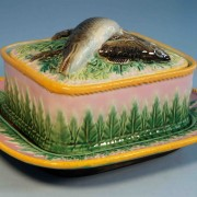 George Jones fish and pointed leaves sardine box