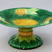 George Jones pineapple cakestand