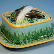 Pointed leaves sardine box