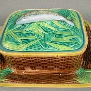George Jones fish on leaves sardine box