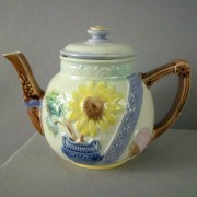 Sunflower and Urn teapot