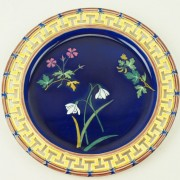 Flower dessert plate with Greek key border