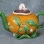 Mushroom and lemon teapot