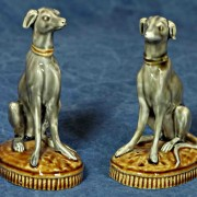 Choisy-le-Roi dog figures